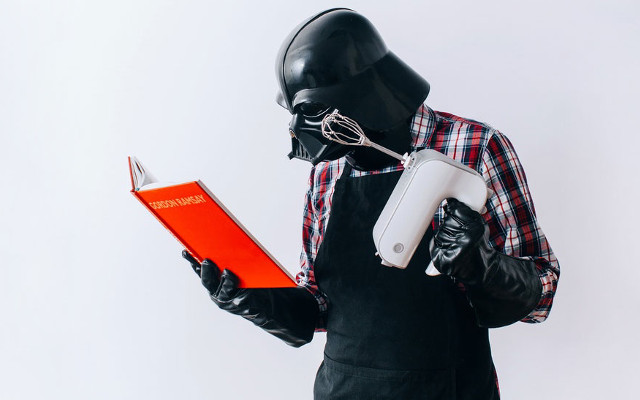 Darth Vader faisant la cuisine
